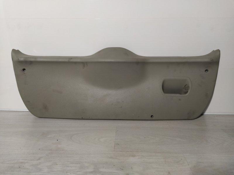 Обшивка двери багажника Ford Fiesta 2001-2008 (б/у)