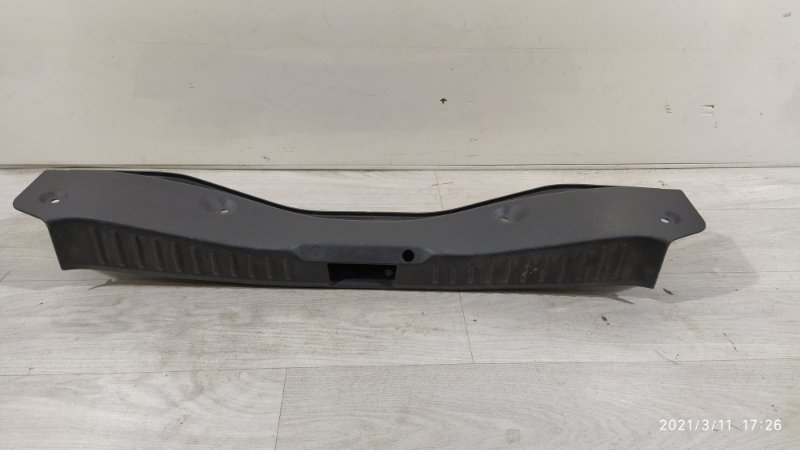 Накладка задней панели Ford Focus 3 (2011>) (б/у)