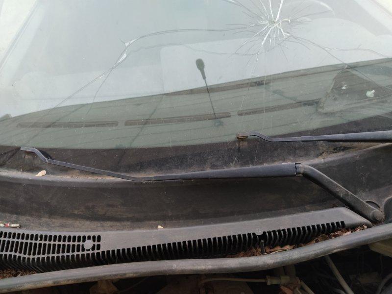 Поводок стеклоочистителя Ford Fusion 2001-2012 ХЭТЧБЕК 1.4L DURATEC 16V EFI DOHC (75/80PS) 01.2006 правый (б/у)