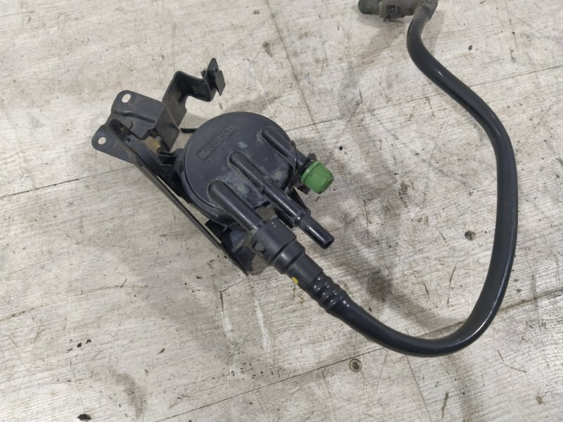 Клапан вентиляции топливного бака Ford Maverick (2001-2006) 3.0 V6 AJ 2004 (б/у)