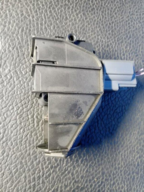 Активатор замка крышки бензобака Ford Galaxy 2006-2015 УНИВЕРСАЛ 2.0L TDCI/QXWA (143Л.С.) 2009 (б/у)