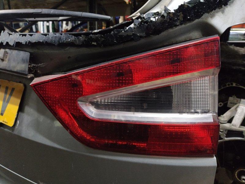 Фонарь задний внутренний правый Ford Galaxy 2006-2015 УНИВЕРСАЛ 2.0L TDCI/QXWA (143Л.С.) 2009 (б/у)