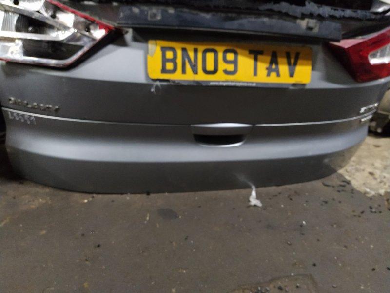 Накладка двери багажника Ford Galaxy 2006-2015 УНИВЕРСАЛ 2.0L TDCI/QXWA (143Л.С.) 2009 нижняя (б/у)