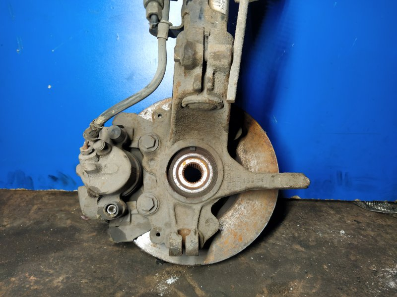 Кулак поворотный передний правый Ford Focus 3 (2011>) УНИВЕРСАЛ 1.6L DURATEC/PNDA 2011 (б/у)