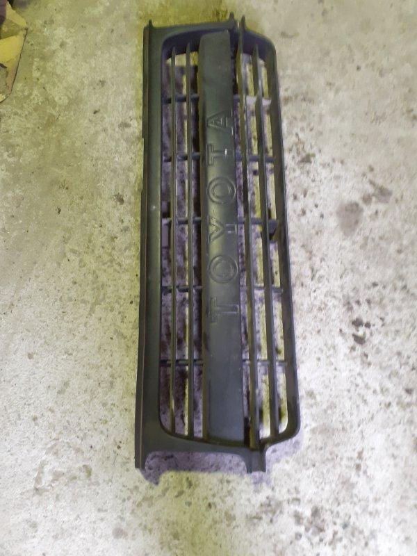 Решетка радиатора Toyota Land Cruiser 80 (б/у)