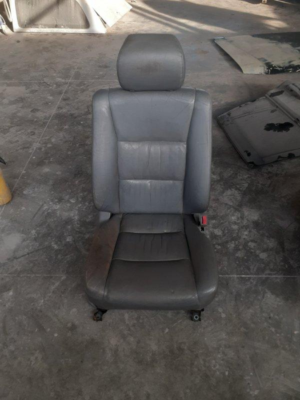 Комплект кресел Toyota Land Cruiser 100 2002 передний (б/у)