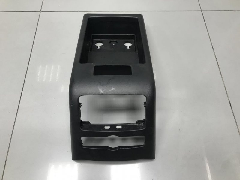 Накладка подлокотника Audi A6 C6 3.0 2010 (б/у)