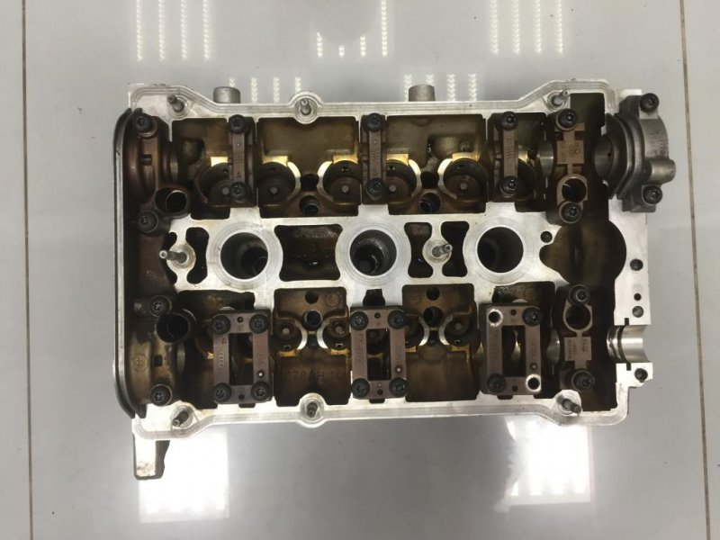 Головка блока Audi левая (б/у)
