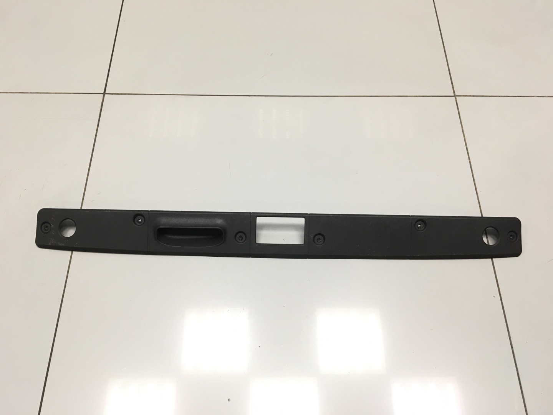 Накладка багажника Mercedes E Class W211 задняя (б/у)