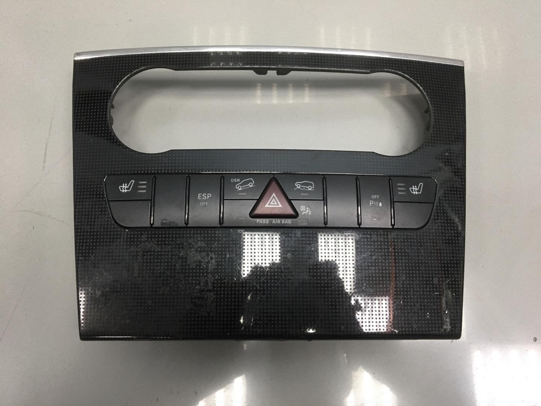 Кнопка аварийной сигнализации Mercedes Ml Class W164 642.820 OM642 2010 (б/у)