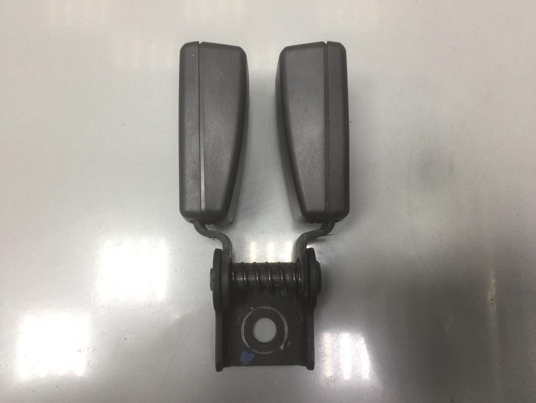 Ответная часть ремня безопасности Chevrolet Cruze F16D4 2011 задняя (б/у)