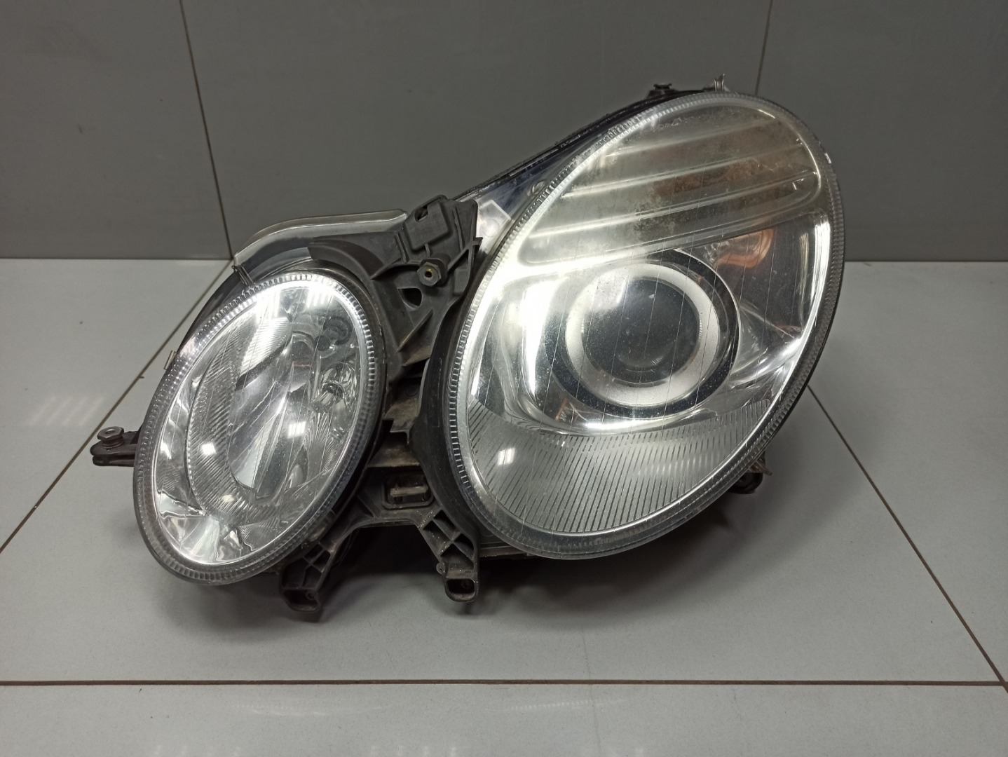 Фара Mercedes E Class W211 642.920 2009 левая (б/у)