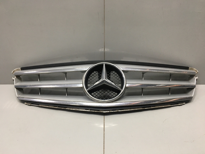 Решетка радиатора Mercedes C Class W204 651.911 2013 (б/у)
