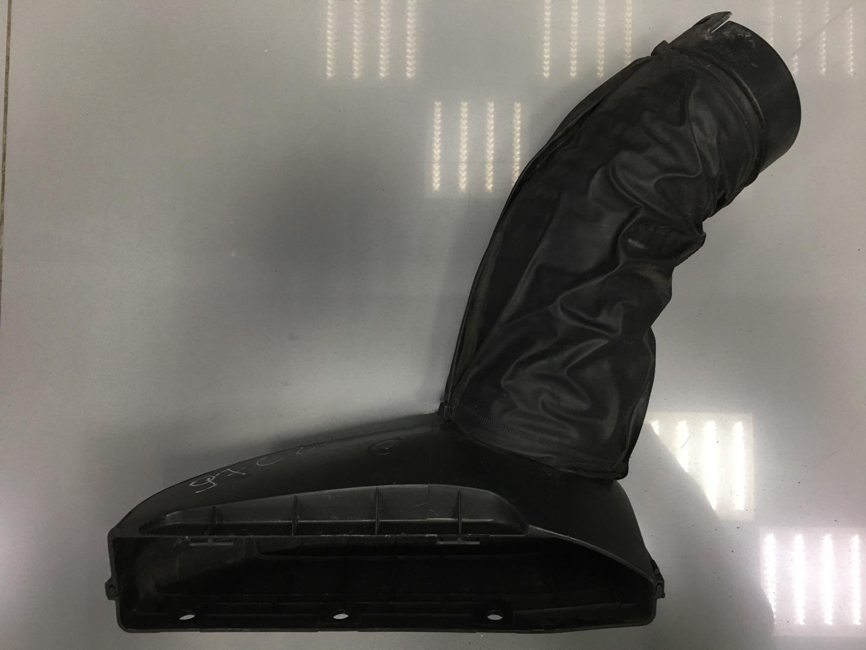Воздухозаборник Hyundai Starex H1 D4CB 2012 (б/у)