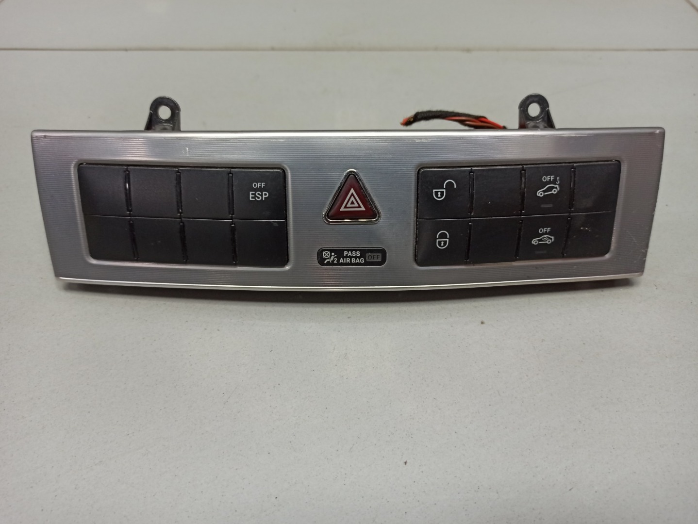 Кнопка аварийной сигнализации Mercedes C Class W203 646.963 2007 (б/у)