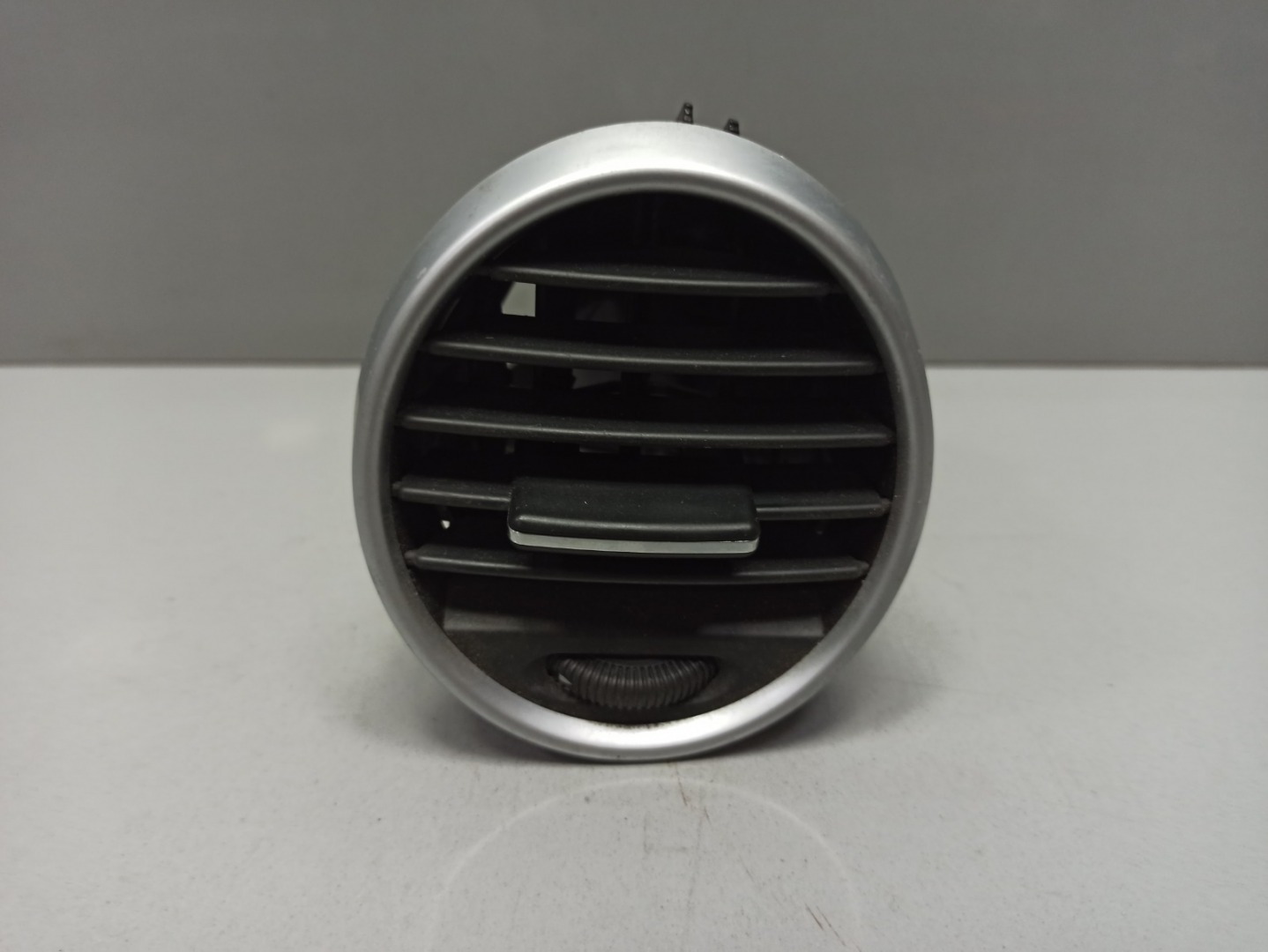 Дефлектор воздушный Mercedes Gl Class X164 273.923 2007 левый (б/у)