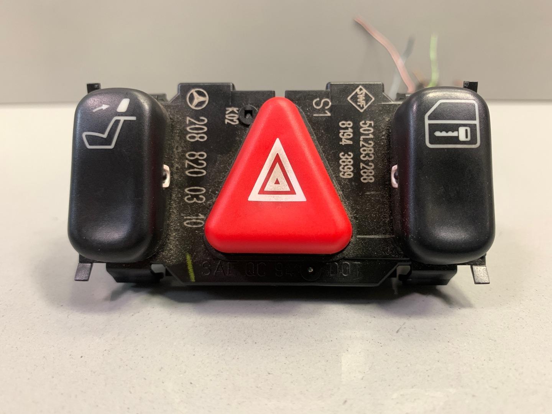Кнопка аварийной сигнализации Mercedes C Class W202 (б/у)