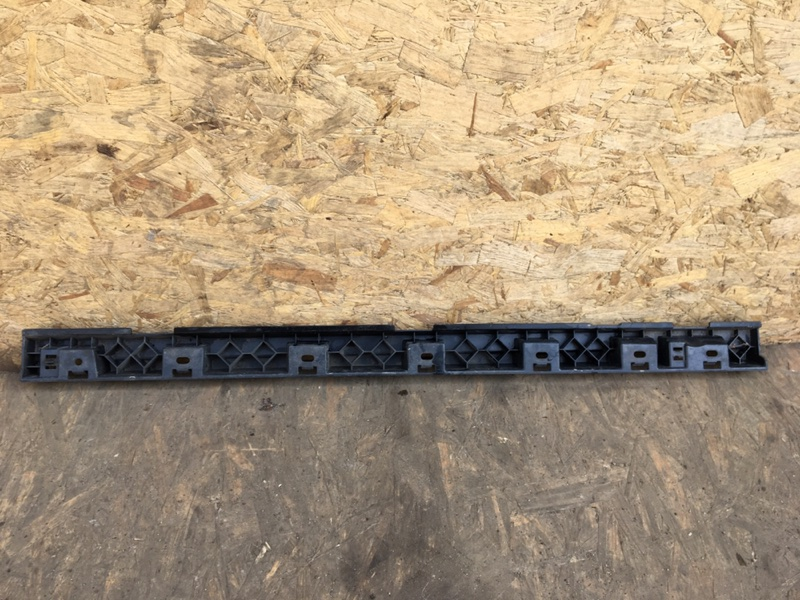 Кронштейн накладки порога Bmw X1 E84 N47D20D 2011 правый (б/у)