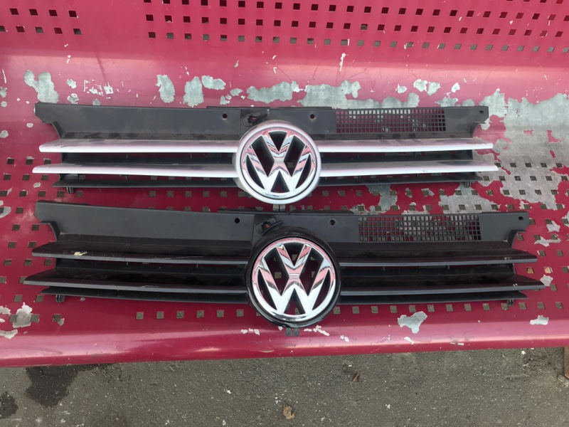 Решетка радиатора Volkswagen Golf 4 1J 2000 (б/у)