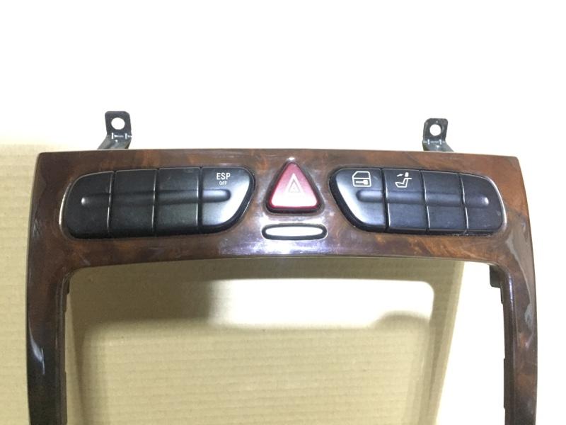 Кнопка аварийной сигнализации Mercedes-Benz C-Class W203 1.8 M111.951 (б/у)