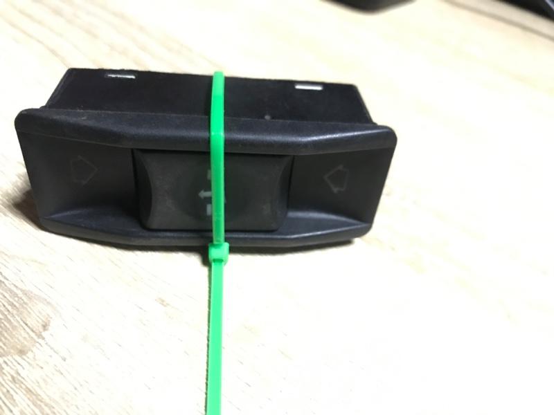 Кнопка сдвижной крышки люка Bmw 5-Series E34 M50B25 (б/у)