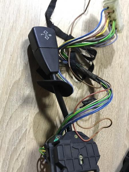 Переключатель поворотов Bmw 7-Series E32 M30B35 (б/у)