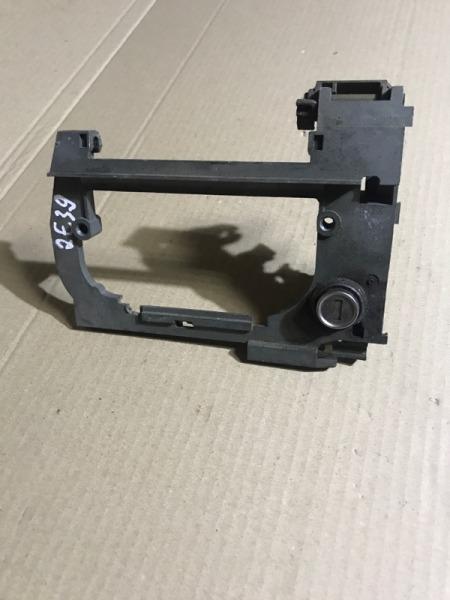 Рамка ручки Bmw 5-Series E39 M51D25 1999 передняя левая (б/у)