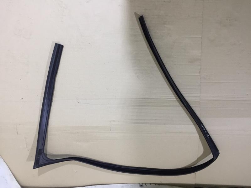 Уплотнительная резинка Bmw 5-Series F10 N63B44 2013 передняя правая (б/у)