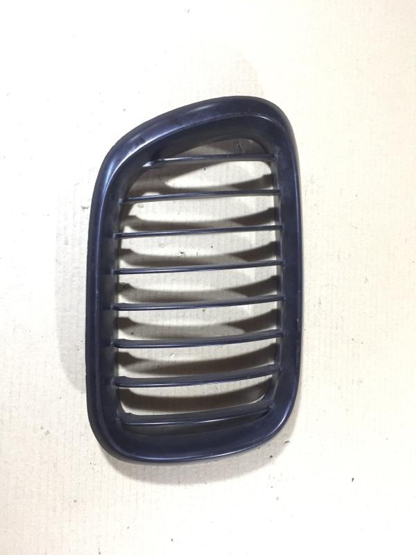 Решетка радиатора Bmw X5 E53 M57D30 правая (б/у)