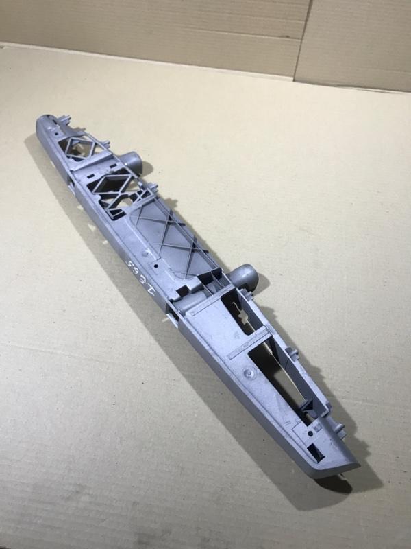 Крепление бампера Bmw 7-Series E65 N62B44 правое (б/у)