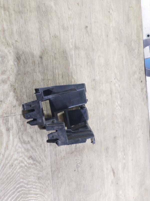 Крепление бампера Volkswagen Jetta 2.0 2011 (б/у)