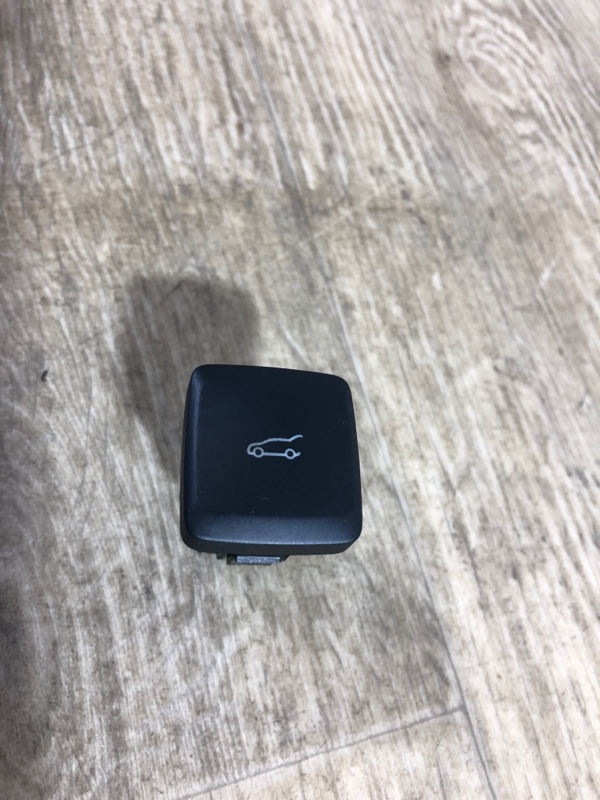 Кнопка открывания багажника Ford Fusion 2.0 2013 (б/у)