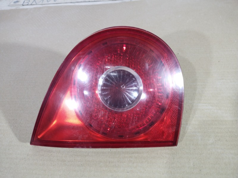 Задний фонарь Volkswagen Golf 5 2.0 BKD 2004 левый (б/у)