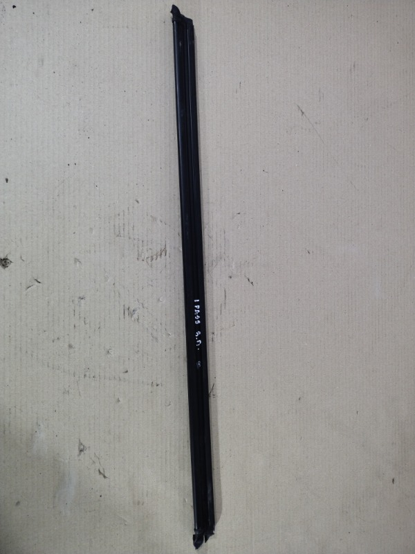 Молдинг стекла Volkswagen Passat B7 2.5 2013 задний правый (б/у)