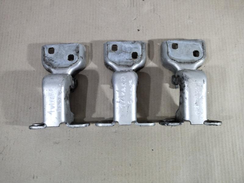 Петля двери Opel Vivaro 1.9 D 2007 передняя (б/у)