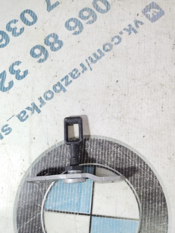 Замок багажника Volkswagen Touareg 3.2 2004 (б/у)