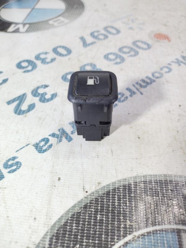 Кнопка открытия лючка топливного бака Volkswagen Passat B5 2.5 2000 (б/у)
