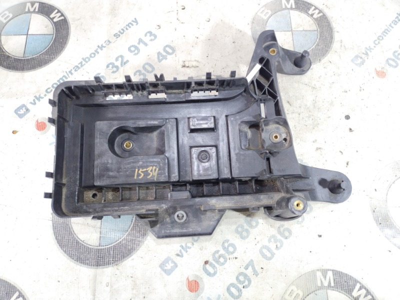 Крепление аккумулятора Volkswagen Passat B8 1.8 2016 (б/у)