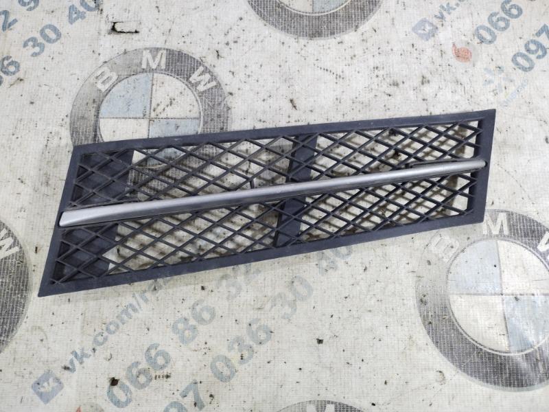 Решетка бампера Bmw 5-Series F10 N63B44 2011 передняя левая (б/у)