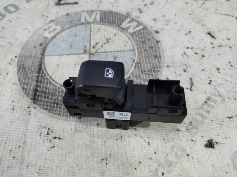 Кнопка стеклоподъемника Subaru Forester SJ 2.5 2014 задняя левая (б/у)