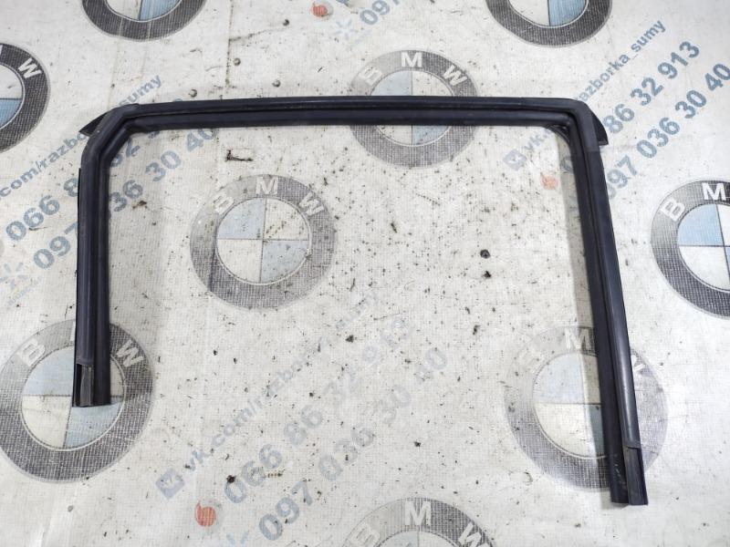 Уплотнитель двери Nissan Juke 1.6 2011 задний правый (б/у)