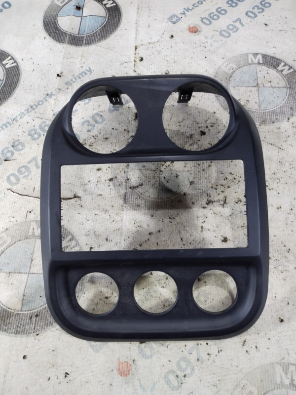 Рамка магнитофона Jeep Compass 2.4 2014 (б/у)