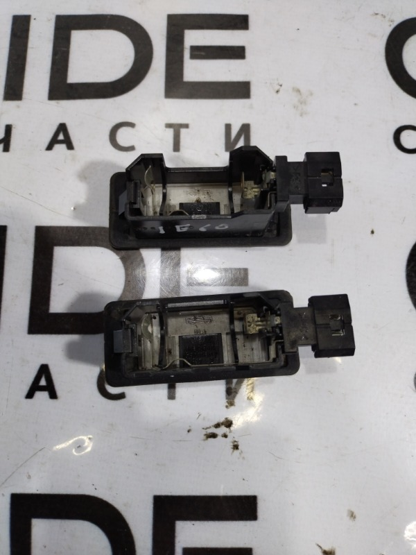 Плафон подсветки номера Bmw 5-Series E60 M54B22 2004 (б/у)