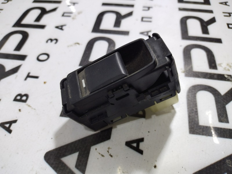 Кнопка стеклоподъемника Jeep Patriot 2.4 2012 задняя левая (б/у)