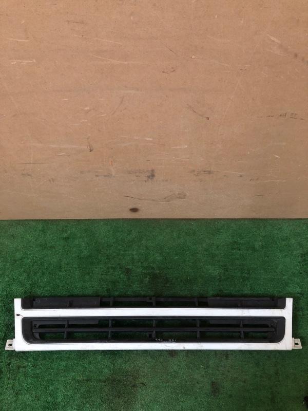 Решетка радиатора Mitsubishi Fuso FK61 (б/у)