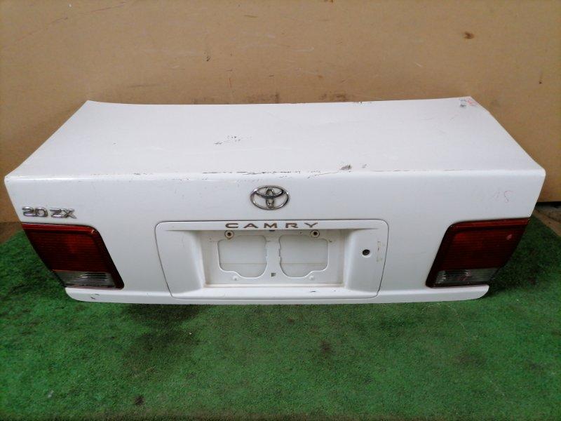 Крышка багажника Toyota Camry SV41 (б/у)