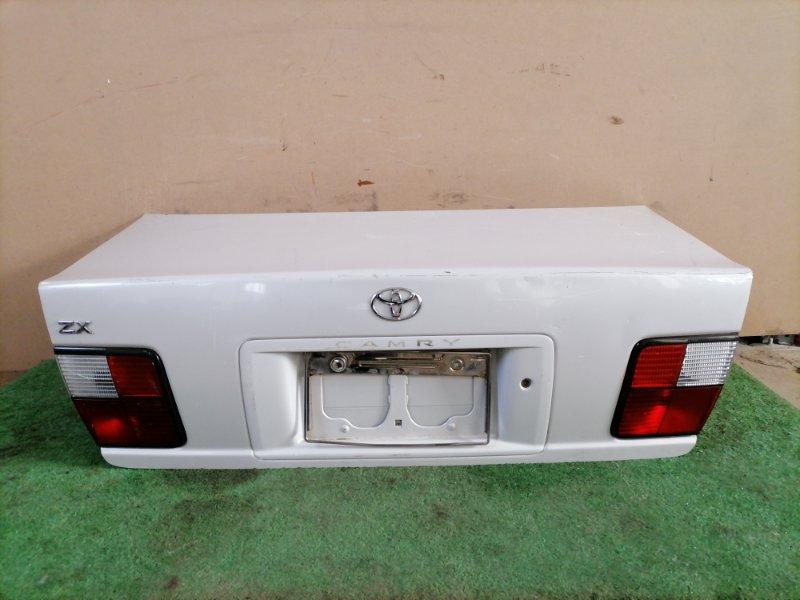 Крышка багажника Toyota Camry SV40 (б/у)