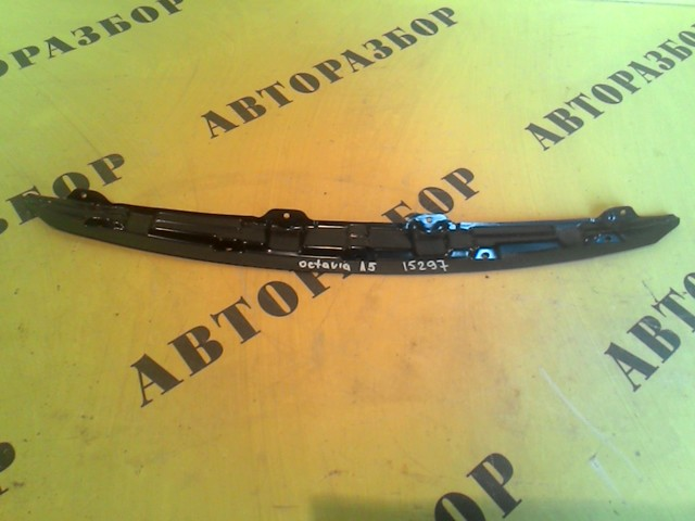 Кронштейн решетки радиатора Skoda Octavia (A5) 2004-2013
