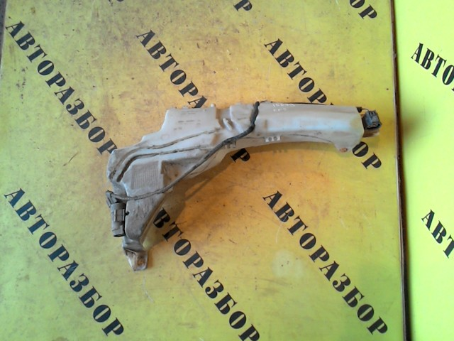 Бачок омывателя лобового стекла Ford Focus 2 2008-2011