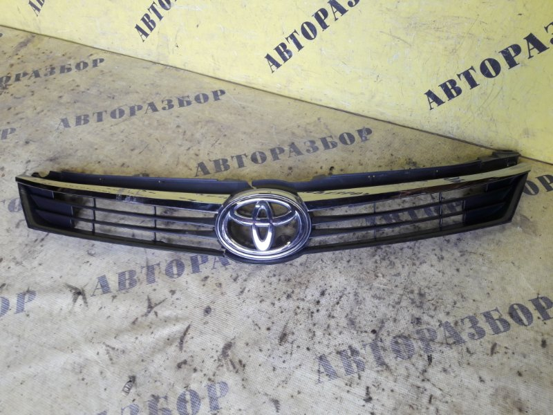 Решетка радиатора Toyota Camry 50 2011-2017
